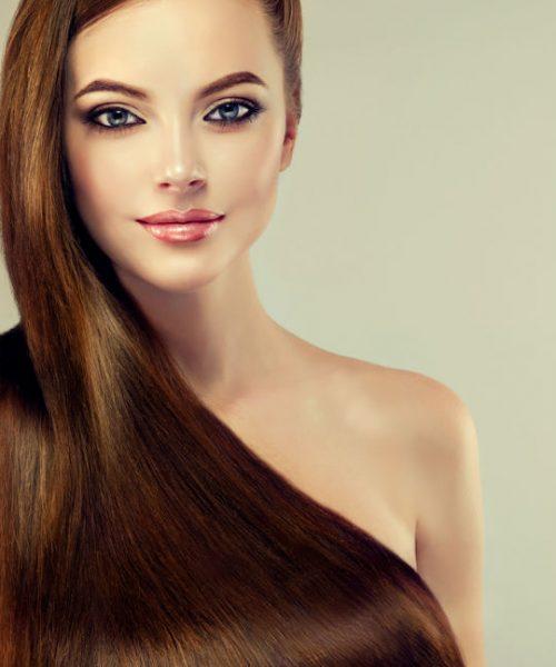 mulher com cabelo liso